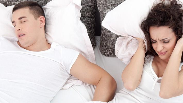 La apnea del sueño y los ronquidos tienen una solución eficaz