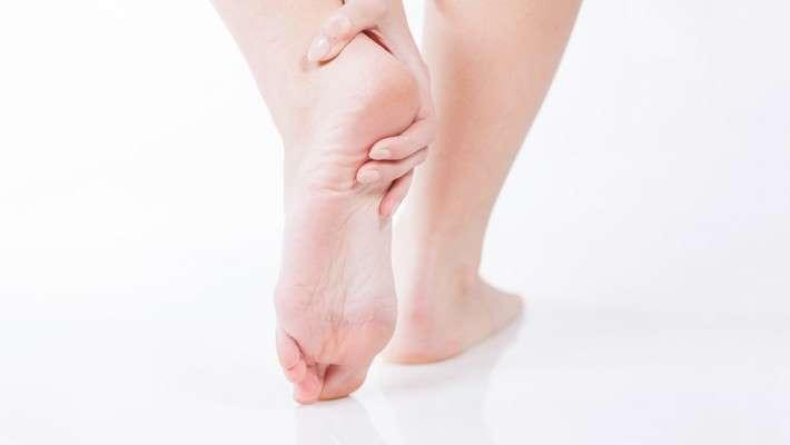 Aumentan las consultas por fascitis plantar, un intenso dolor en el talón