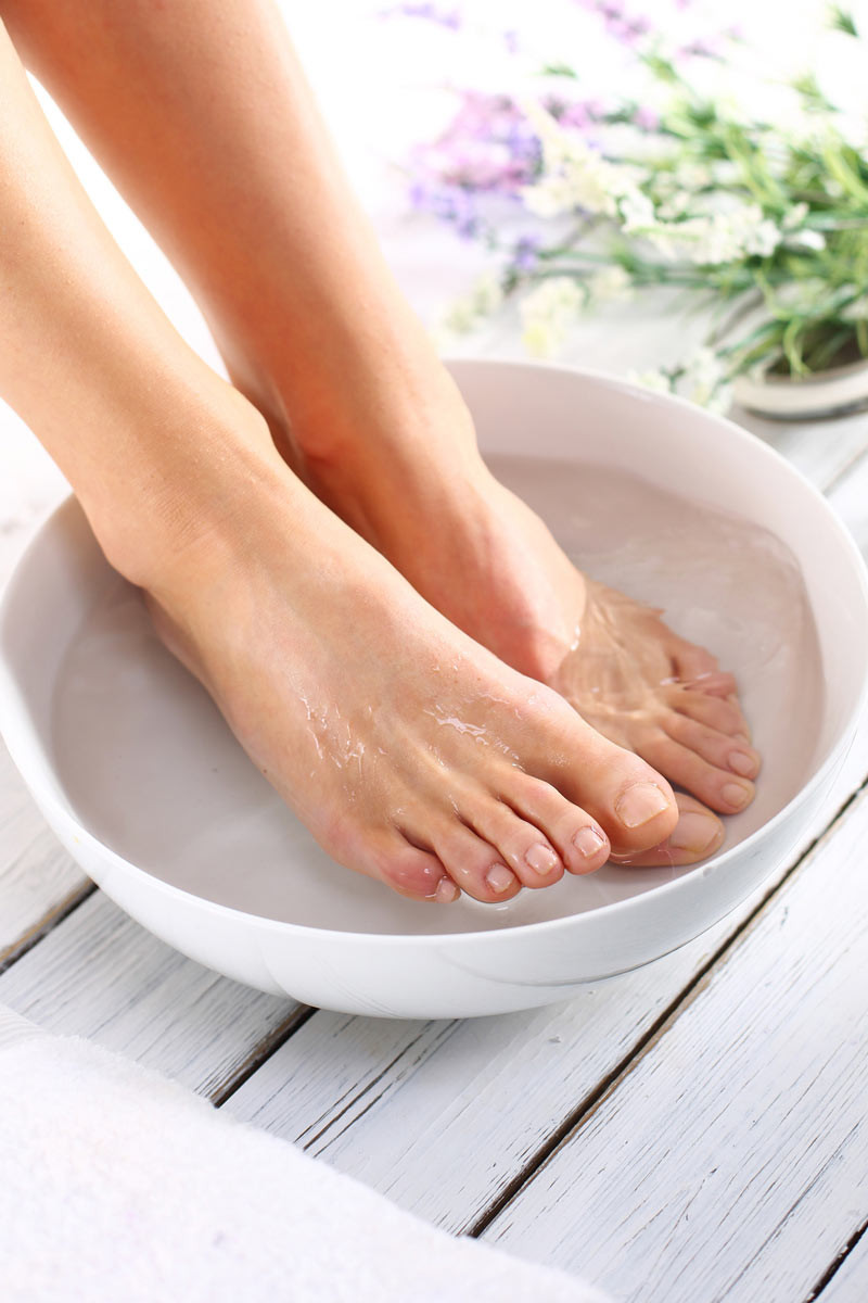 Lavandose los pies y mostrando el orto - 3 part 8