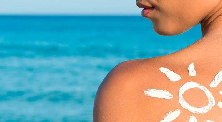 ¿Cómo protejo mi piel del sol?