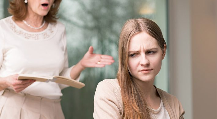¿Cómo debo afrontar las notas de mis hijos? ¿Debemos castigarles o premiarles?