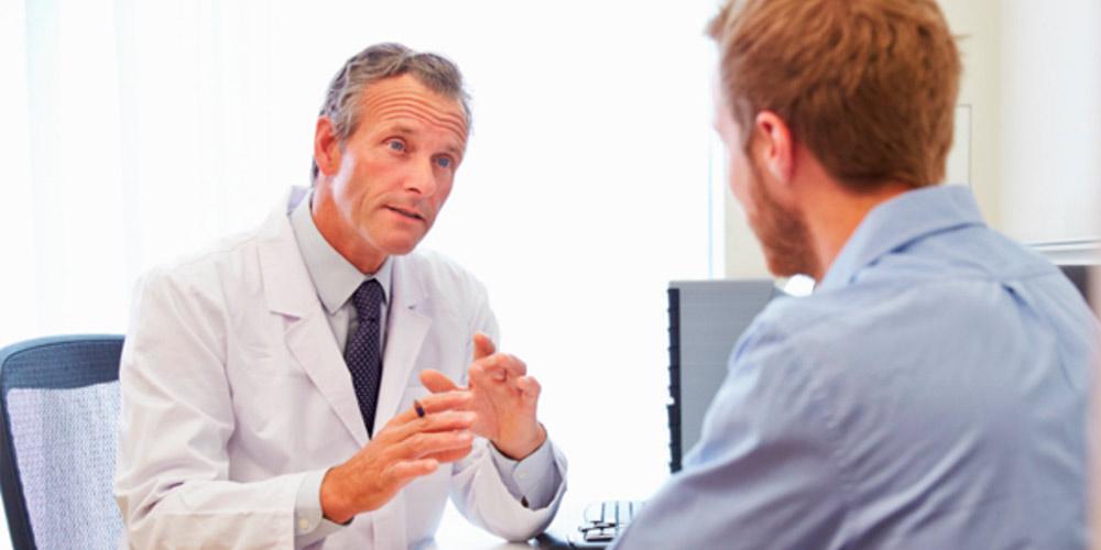 Paciente y doctor urología