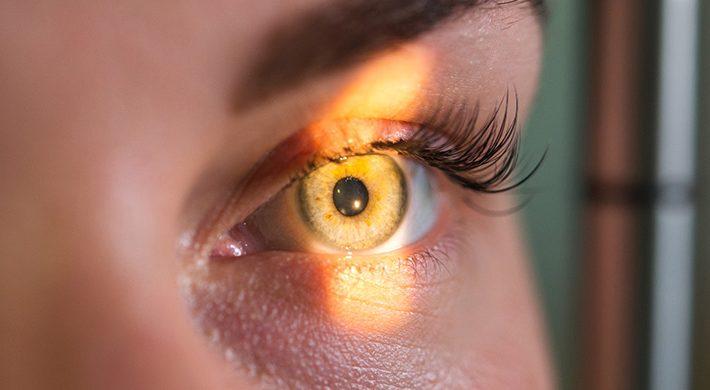 El desprendimiento de retina: en qué consiste, causas y cómo tratarlo