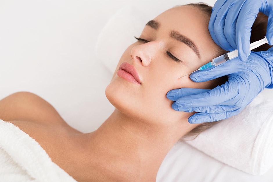¿Cómo se realiza un relleno facial?