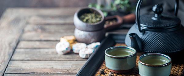 Té verde, rico en catequinas y antioxidantes